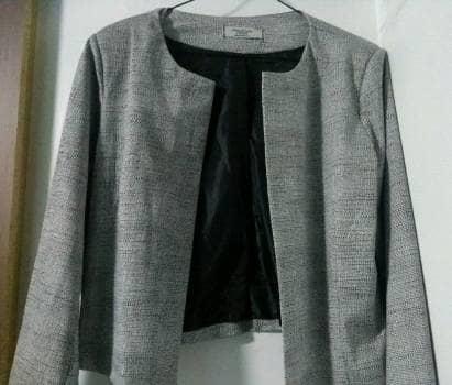 Foto Carousel Producto: Blazer Blanco y Negro  GoTrendier