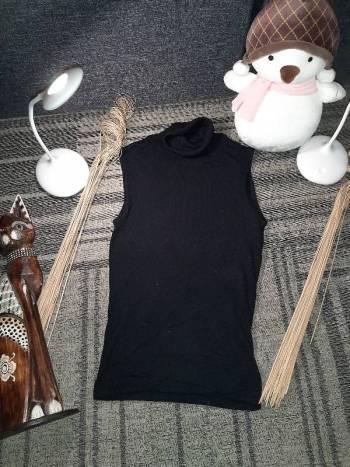 Foto Carousel Producto: Blusa negra cuello Apartada GoTrendier