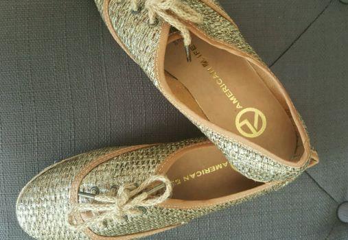 Foto Carousel Producto: Zapatos dorados tipo yute GoTrendier