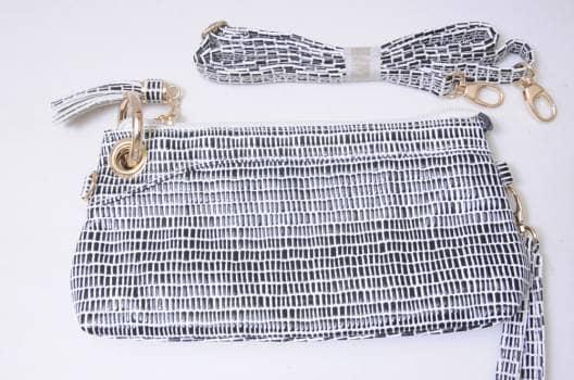 Foto Carousel Producto: Clutch blanco con negro GoTrendier