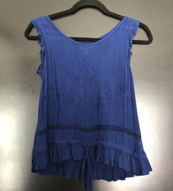 Foto Carousel Producto: Blusa azul flores boradadas GoTrendier