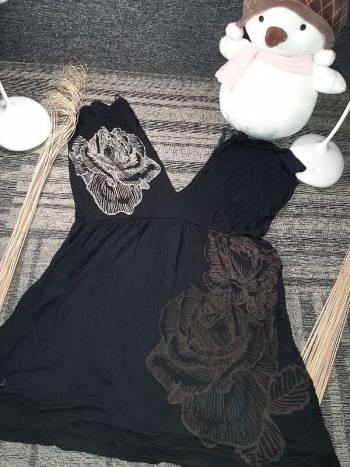 Foto Carousel Producto: Blusa negra estampada Disponible GoTrendier