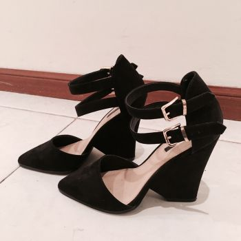 Foto Carousel Producto: Zapatos de Gamuza Negros F21 GoTrendier