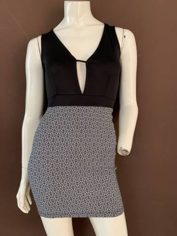 Foto Carousel Producto: Vestido con detalle estampado GoTrendier