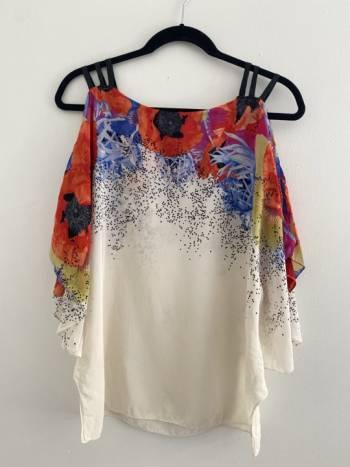 Foto Carousel Producto: Blusa con print de flores  GoTrendier