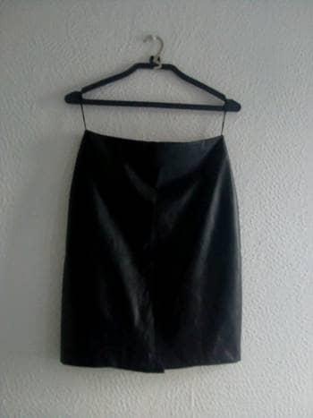 Foto Carousel Producto: Falda recta tipo piel IGLOO (color negro) GoTrendier