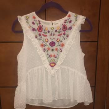 Foto Carousel Producto: Blusa blanca Zara bordada GoTrendier