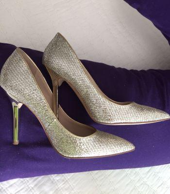 Foto Carousel Producto: Hermosas! Zapatillas guess GoTrendier