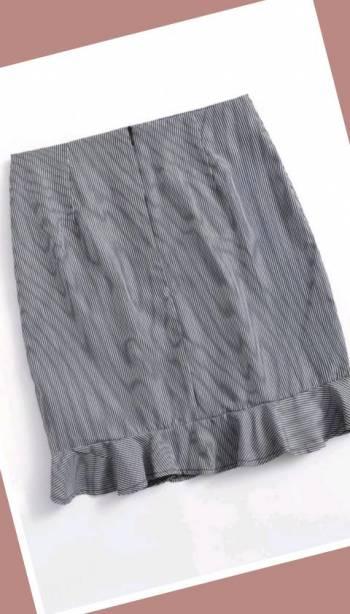 Foto Carousel Producto: Falda con rayas gris oscuro finas GoTrendier