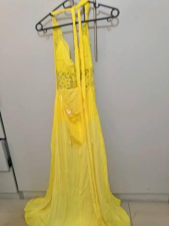 Foto Carousel Producto: Vestido amarillo con encaje  GoTrendier