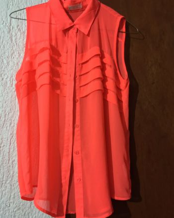 Foto Carousel Producto: Blusa neon de botones GoTrendier