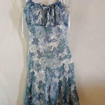 Foto Carousel Producto: Vestido flores de gasa con caida amplia GoTrendier