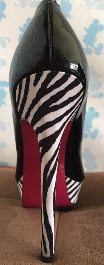 Foto Carousel Producto: Zapatillas negras charol/cebra GoTrendier