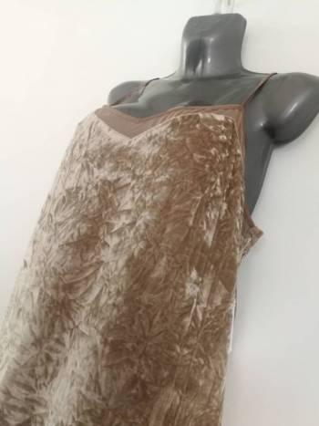 Foto Carousel Producto: Vestido corto beige GoTrendier
