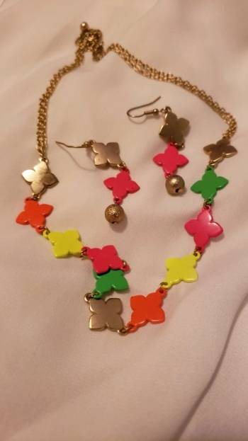 Foto Carousel Producto: Collar de colores  GoTrendier