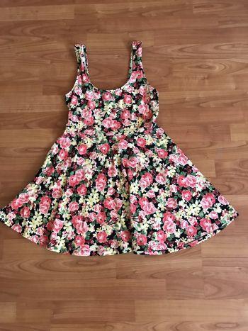 Foto Carousel Producto: Vestido floreado en corte a GoTrendier