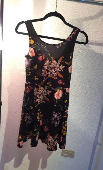 Foto Carousel Producto: Vestido negro flores H&M GoTrendier