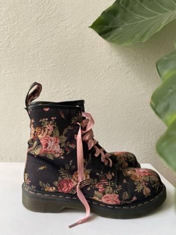Foto Carousel Producto: Botas Dr. Martens victorian flowers GoTrendier