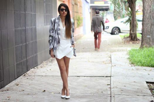 Foto Carousel Producto: Blazer gris y blanco GoTrendier