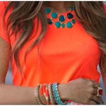 Foto Carousel Producto: Blusa escotada naranja neon GoTrendier
