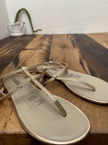 Foto Carousel Producto: Sandalias con brillos GoTrendier