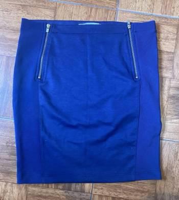 Foto Carousel Producto: Falda azul marino  GoTrendier