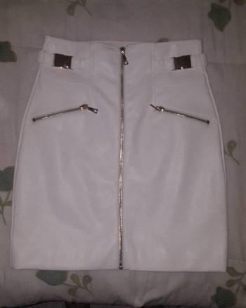 Foto Carousel Producto: Falda de cuero de la marca GUESS GoTrendier