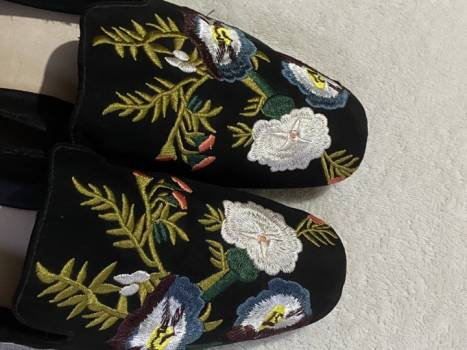 Foto Carousel Producto: Hermososo Slippers bordados Mango GoTrendier
