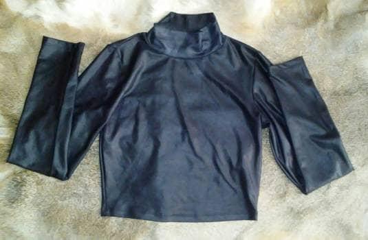 Foto Carousel Producto: Blusa corta color negro 2x1 GoTrendier