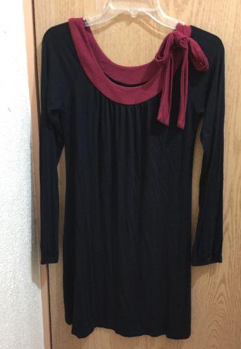 Foto Carousel Producto: Vestido negro con moño vino, algodón. 2x1 GoTrendier