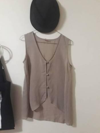 Foto Carousel Producto: Hermosa blusa cafe M 2X1 GoTrendier