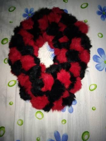 Foto Carousel Producto: Bufanda roja y negra de conejo única GoTrendier