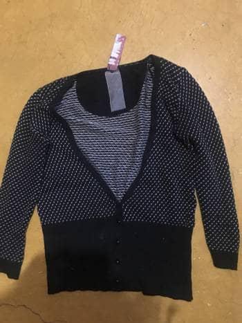 Foto Carousel Producto: Sueter negro con puntos blancos GoTrendier