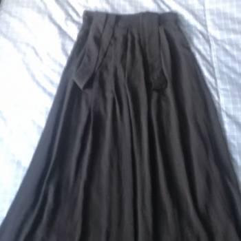 Foto Carousel Producto: Falda negra con tirantes  GoTrendier