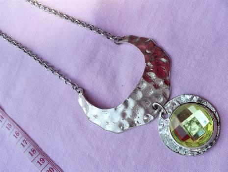 Foto Carousel Producto: Juego de collar con aretes y anillo GoTrendier