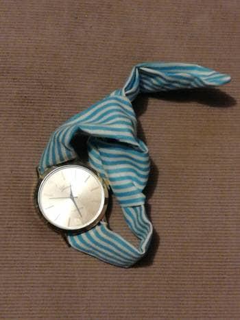 Foto Carousel Producto: Reloj con pulsera a rayas  GoTrendier