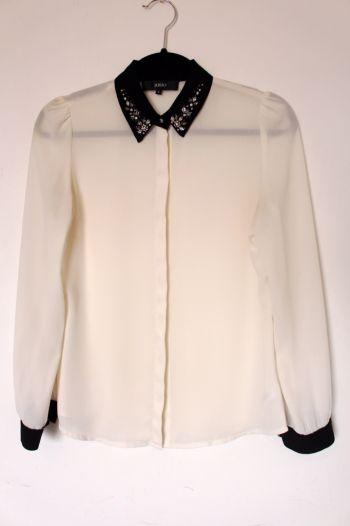 Foto Carousel Producto: Blusa con aplicaciones en el cuello GoTrendier
