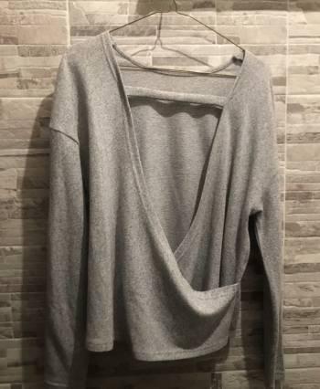 Foto Carousel Producto: Sueter escote espalda gris GoTrendier