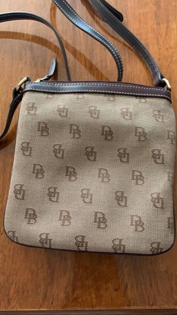 Foto Carousel Producto: Bolsa cruzada Dooney & Bourke GoTrendier