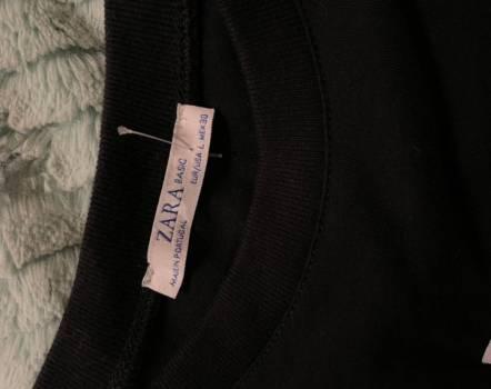 Foto Carousel Producto: Camiseta negra ZARA. Estampado GoTrendier
