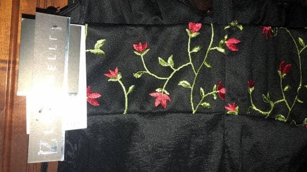Foto Carousel Producto: Vestido negro con flores GoTrendier
