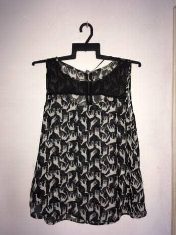 Foto Carousel Producto: Blusa transparente con estampado de jirafas GoTrendier