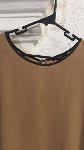 Foto Carousel Producto: Blusa beige con cuello redondo GoTrendier
