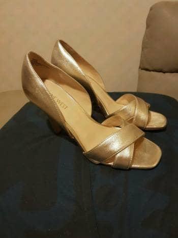 Foto Carousel Producto: Padrisimas zapatillas doradas GoTrendier