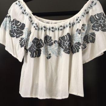 Foto Carousel Producto: Blusa corta a los hombros GoTrendier