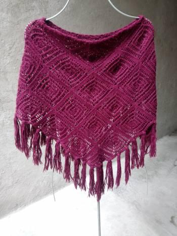 Foto Carousel Producto: Poncho sweater crochet flecos mediano GoTrendier