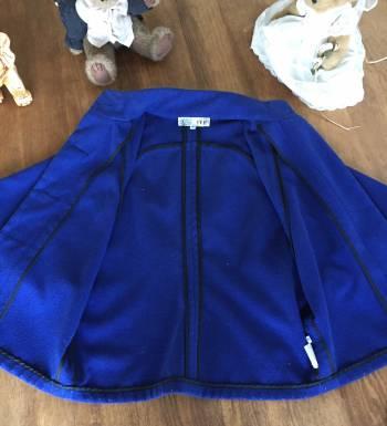Foto Carousel Producto: Capa corta azul rey IVE Ivonne T.ch GoTrendier