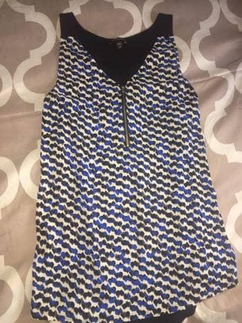 Foto Carousel Producto: Blusa estampada sin manga cuello V GoTrendier