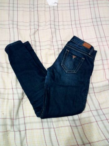 Foto Carousel Producto: Jeans azul marino pegados guess GoTrendier