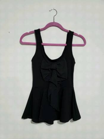 Foto Carousel Producto: Blusa negra con moño en la espalda GoTrendier